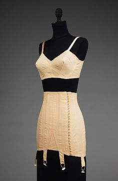 Bra and Girdle Set 1942, American, Made of cotton...I have to get one of these!!!! Vintage Underthings, Vintage Lingerie, Clothing Museums, Vintage Fashion, 20Th Century, American Made, Fashion Corsets, Foundation, 1940