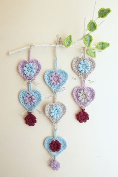 Free crochet pattern - Crocheted hearts wall hanging on branch  http://www.creativejewishmom.com/2013/02/crocheted-hearts-wall-hanging-on-a-limb.html
