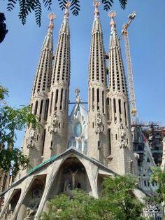 catalan modern, sagrada família, everyday event, reus barcelona, antoni gaudí, magnum opus