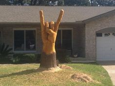 Texas Chainsaw Artist... Yes ! Rock on!