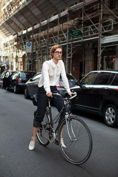 cycle chic #biking #changers #sun #sunlight #solar #mobile #smartcommute #citybiking #urbanliving #charging #solarpower #mobilebattery #innovative #community #socialgood #happiness