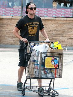 Robert Pattinson rocked a backwards hat and dapper rounded shades for a grocery run in Beverly Hills, Ca. He makes shopping look oh-so-spexy!