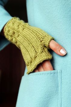 My go to pattern! I've lost count of how many pairs of these I have made! fingerless gloves...cozy  The tutorial from Knitty is here:  http://knitty.com/ISSUEsummer06/PATTfetching.html