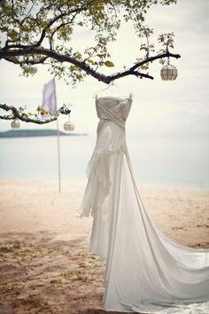 Gorgeous photo idea for your wedding dress