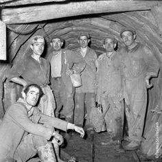 Italian Vintage Photographs ~ #Italy #Italian #vintage #photographs ~ MINIERA gruppo di sei minatori in posa nella antichissima miniera di lignite a Luni, detta la Lunara (La Spezia) Fotografia di Ando Gilardi, Lunara 1952-53.