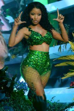 """Nicki Minaj's Performs """"Anaconda"""" at the VMAs"""