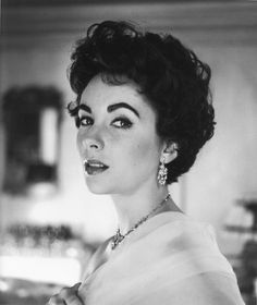 Love this vintage style--Elizabeth Taylor Photographed by Cecil Beaton.
