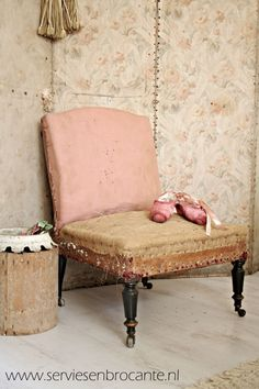 Shabby Fauteuil/ Shabby chair #outdoor #gardens #Leather #Chair #HeritageUpholstery #Decor #HomeDecor #Ideas #Interior #InteriorDesign #Inspiration #Fabrics #design www.heritageuphol... #wooden #furniture #legs #sofa #legs #chair #bun #feet #bed #brass #castors