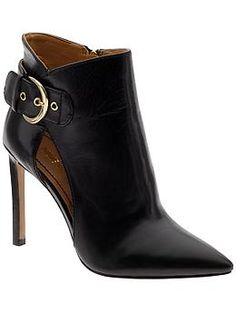Classic black heels with a modern twist.. yes please