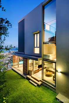 Bold Contemporary Lines Defining New SAOTA Residence in South Africa: Head Road 1816