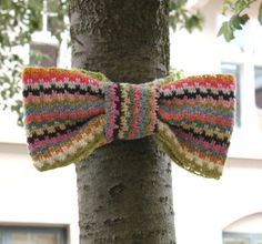 Crocheted bow. Must do this spring to cheer visitors up.