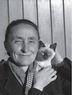 Georgia O'Keeffe (Famous Artists Photographed With Their Cats)