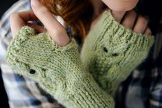 Free Owl mittens by Amanda Jones | The Knitter
