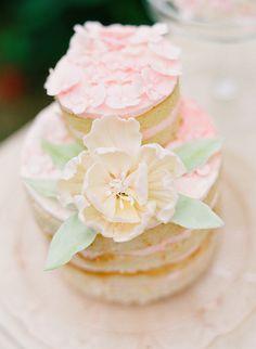 mini wedding cake http://www.weddingchicks.com/2013/10/18/heirloom-wedding-ideas/