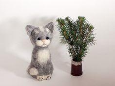 Gray Cute Cat   5 1/