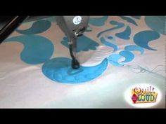 ▶ Watching Linda Taylor Work Her Longarm Magic - YouTube