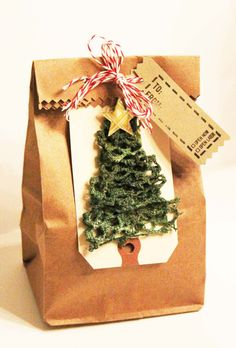 This gift bag features our Smooch Spritz in Emerald Twinkle on lace: http://www.hydrangeahippo.com/2012/11/its-ornamental.html Free class at My Creative Classroom if you register for any other class in November -- learnt o make amazing Christmas ornaments!!!