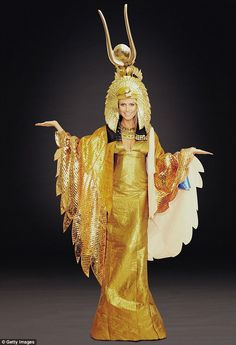 Heidi Klum gives a sneak peek of her sexy Cleopatra costume for this year's extravagant Halloween party | Mail Online