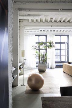 La maison poétique : plafond peint en blanc