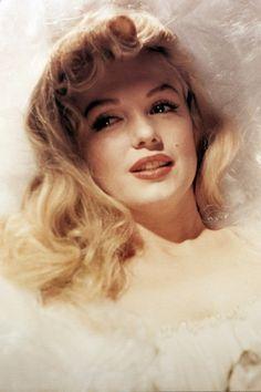 sleeping beauty, wedding dressses, peopl, marilyn monroe, long hair, beauti, norma jean, rare photos, marilynmonro
