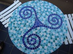 Beautiful design for a mosaic table top..