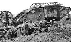 Il y a 98 ans jour pour jour, à Flers, pendant la bataille de la Somme, les Britanniques alignent pour la première fois les chars d'assaut. Le nom de code « tank » (réservoir) est utilisé par les Britanniques pour ne pas éveiller les soupçons pendant le développement de leur arme révolutionnaire.