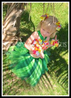 Hula Tutu for Hawaiian birthday party 2012. Gonna learn how to make these!