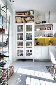 I love, love, love all the storage in this kitchen.  I also really enjoy the bright backsplash.