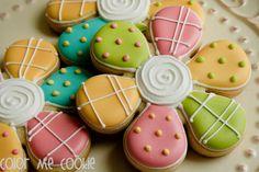 Cute flower cookies (Color Me Cookies).