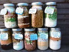 Dry Pre-Measured Complete Meals In Jars (just add water and cook!)  Why didn't I think of that?! #disasterpreparation #gifting #ideas
