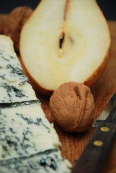 pere, noci e Gorgonzola.  (pears, walnuts and gorgonzola cheese)