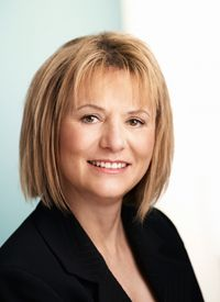 Former Yahoo! CEO Carol Bartz talks to graduates about failure--and why they should embrace it--in this plainspoken commencement speech. Our Famous Speech Friday post on The Eloquent Woman blog--with lessons you can learn from this speech.