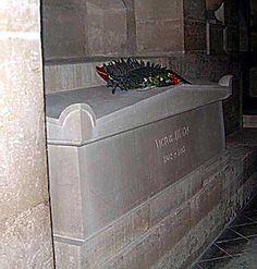 victor hugos grave