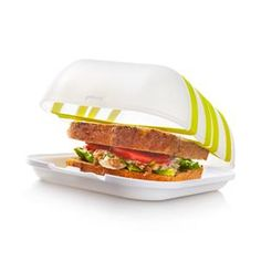 The Lunch Locker keeps your sandwich in place, using flexible support bands, ensuring you arrive at work or school with your lunch intact. With the supporting bands you can also strap your water bottle tight to the top of the container