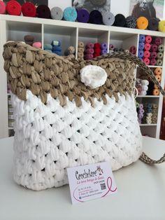 Bolso de trapillo con flor blanca by Rosa & Crochetare