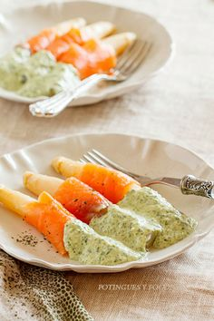 Asparagus with salmon and spinach cream sauce