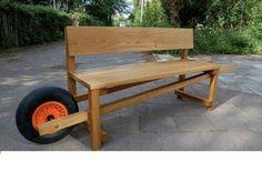 Bonne idée on déplace son banc pour suivre le soleil !  Even I could move this bench around!