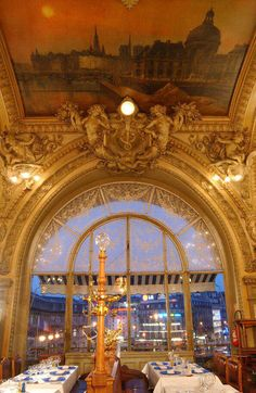 """Famous Paris cafe - """"Le Train Bleu"""""""