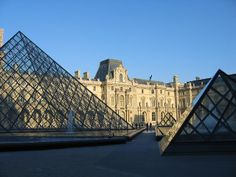 I. M. Pei's Pyramids - entrance to Musee du Louvre   Flickr: Intercambio de fotos