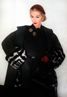 Skunk pattern cuffs  LISA FONSSAGRIVES 1950