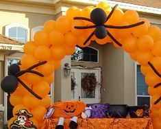 Halloween Party Balloon Arch. / Halloween ballonnenboog; vooral de spinnen vind ik leuk bedacht!