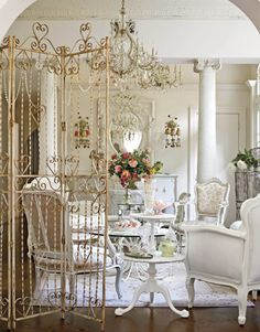 Shabby chic~ love the mirror!