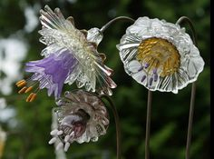 glass yard art images   garden yard art / Mike Urban's glass flowers