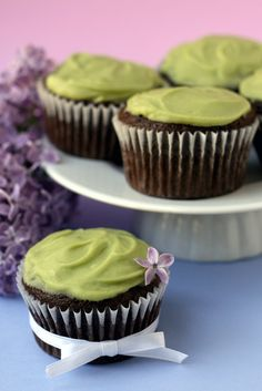 Vegan Avocado Cupcakes >> I think I am going to have to try these!