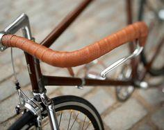 Prga? Is a wood-veneer bicyle. SO PRETTY.