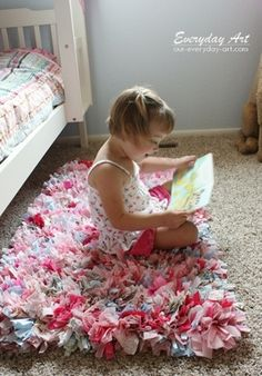 How to make a rag rug! Super easy technique....easy to personalize  super cute for kids rooms and bathrooms. Great idea for Christmas gift for my kids!!! :-) - Click image to find more diy & crafts Pinterest pins