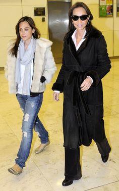 Isabel y su hija Tamara Falcó, llegando a Madrid