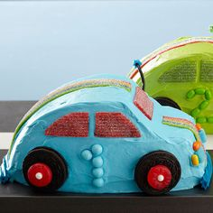 Does your birthday boy love cars? Surprise him with these fun Race Car Cakes! More creative birthday cakes for kids: http://www.bhg.com/recipe/race-car-cakes/?socsrc=bhgpin072013racecar