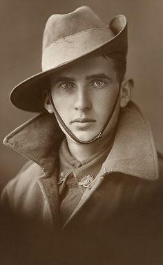 Beautiful photo of an unidentified Australian soldier from World War 1.