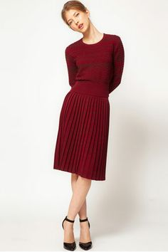 I don't know if this is a dress or a skirt and jumper but I love, love pleats. However I find they are not attractive on my size 20 body.  I just ordered a beautiful cobalt blue pleated skirt from Simplybe and this pic makes me think of wearing it with a cobalt blue jumper I already own as the head to toe block colour seems to look very streamlined (I know the model is probably only a size 2 anyway lol).